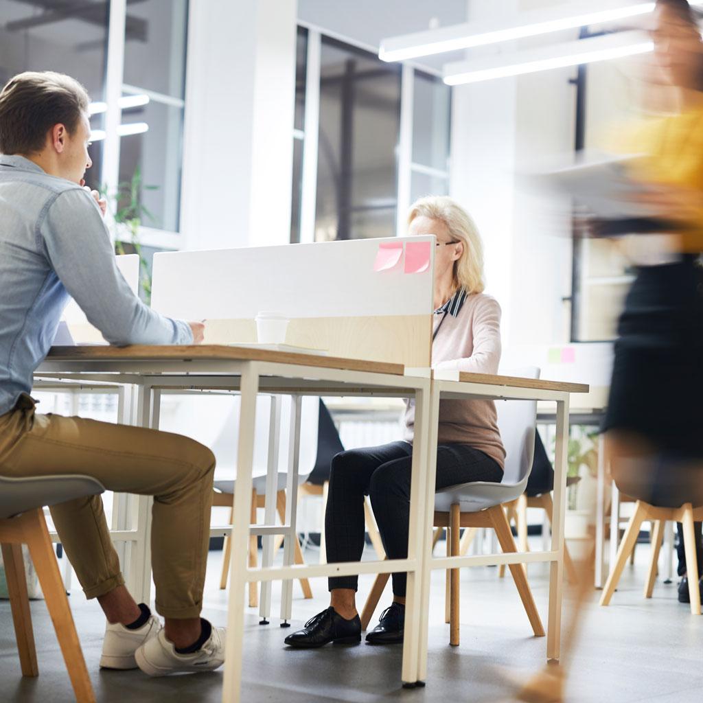 work-lifestyle-in-modern-office-6LXJACE.jpg